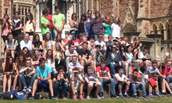 Summer course students together for group picture